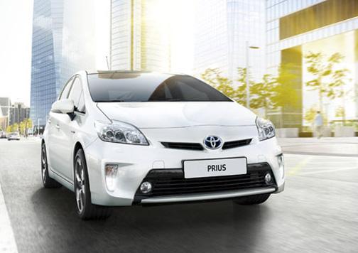 El Toyota Prius fue el primer coche híbrido que se produjo en serie en el año 1997.
