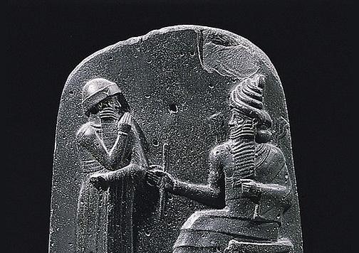 Detalle del Código de Hammurabi, en el que se contemplaban algunas compensaciones a modo de seguro.