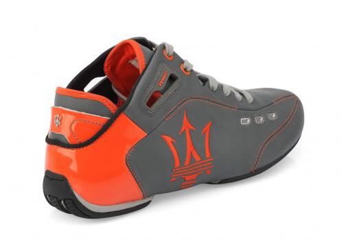 zapatillas naranja y gris