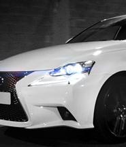 Lexus blanco.