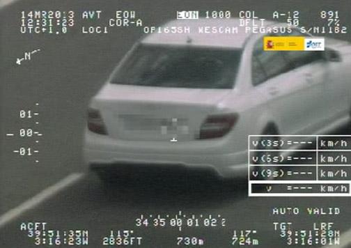 coche circulando a velocidad alta.