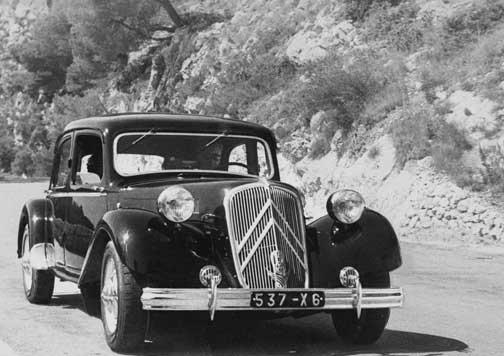 coche Citroën Traction Avant Cabriolet.