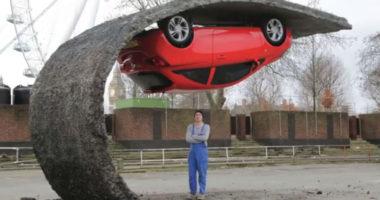 Opel corsa rojo - Escultura