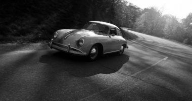 coche clásico en blanco y negro