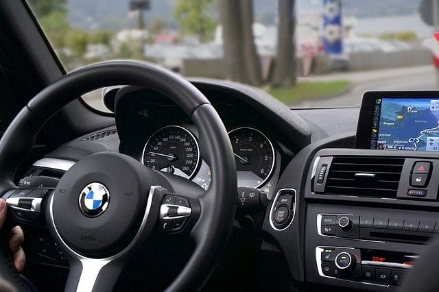BMW interior - volante y salpicadero