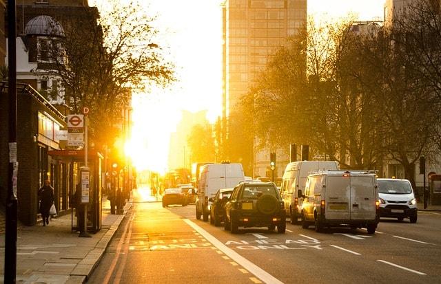 Amanecer urbano - tráfico