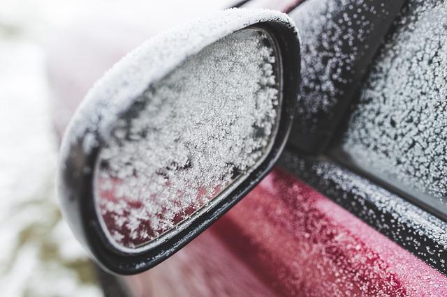 Espejo retrovisor conducir con nieve
